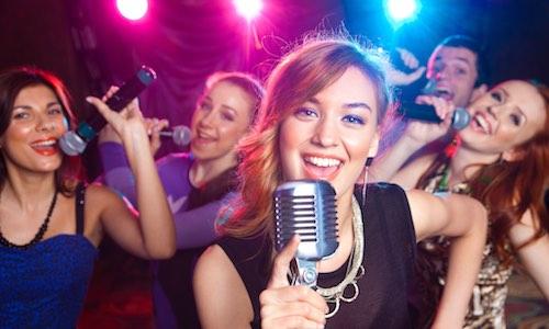 CityGames Flensburg JGA Frauen Tour: Special - Karaoke Tischreservierung und erster Drink inklusive
